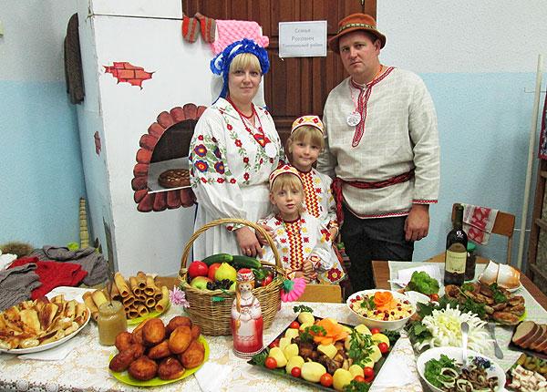 Вместе и в труде, и в веселье: семья Раковичей из агрогородка Райцы приняла участие в областном конкурсе «Властелин села-2017»