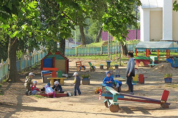 В Толочине в детском саду №1 сказочную страну сделали своими руками (+фото)