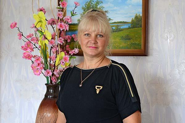 С хорошим настроением приходит в каждый дом толочинский почтальон Галина Кузьменкова