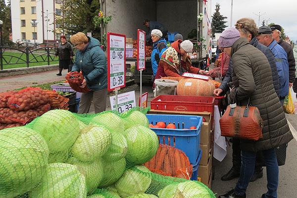 Пора делать запасы на зиму: в Толочине и Коханово прошли осенние ярмарки (+фото)
