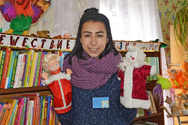 Каждый день толочинского библиотекаря Елизаветы Демченко проходит в мире книг и детства