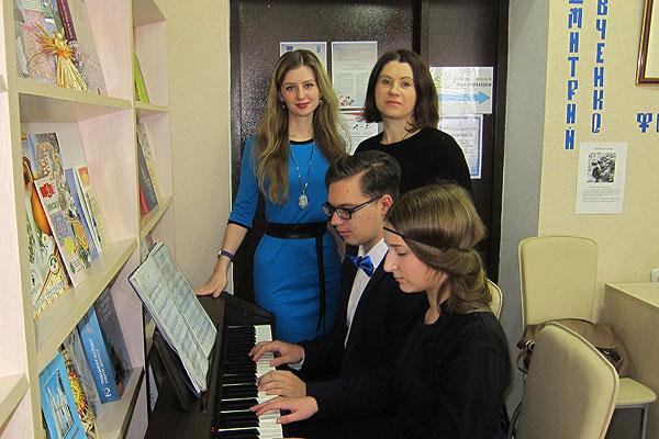 Участники женского клуба «Добрые встречи» при Толочинской районной библиотеке совершили экскурсию в историю вальса