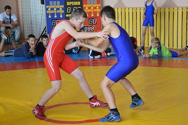 Юные толочинские борцы завершили год турнирами