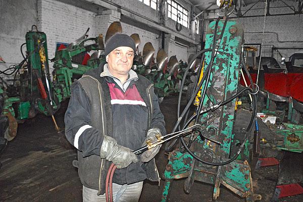 """Механизаторы """"Рыдомльского"""" гарантию на собственный качественный ремонт дают стопроцентную"""