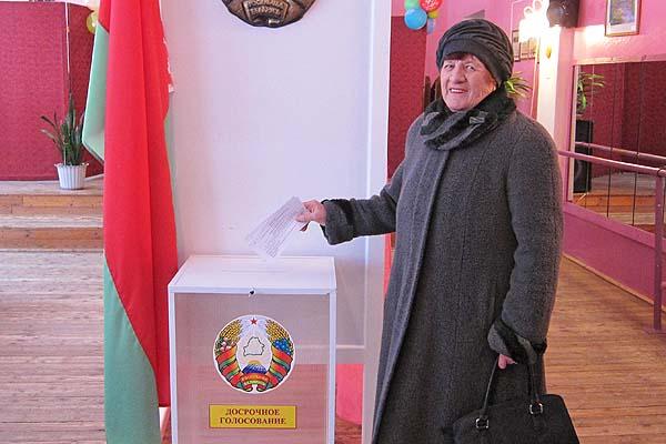 Избиратели голосуют за будущее: в Толочинском районе стартовало досрочное голосование