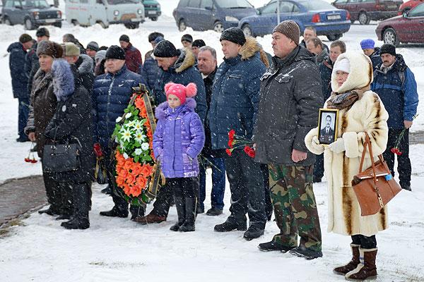 В этом дне наша память и скорбь: в Толочине почтили память воинов-интернационалистов (+фото)