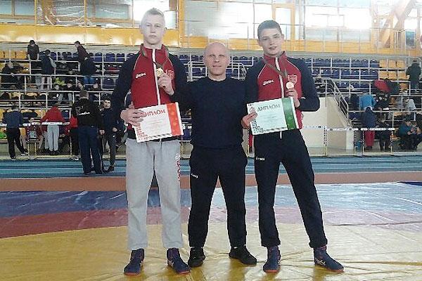 Толочинские борцы завоевали две награды первенства республики