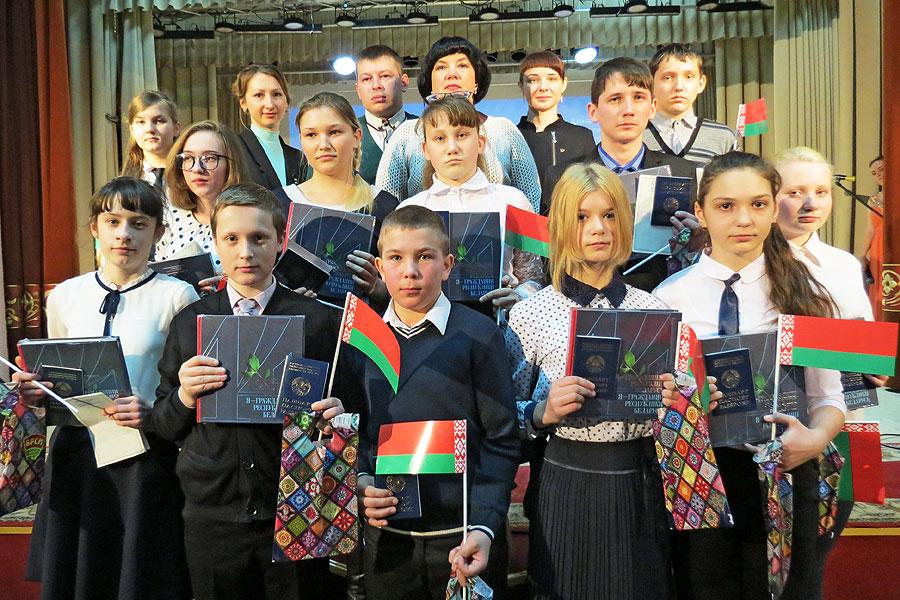 """В Толочине прошла акция """"Мы — граждане Беларуси!"""""""