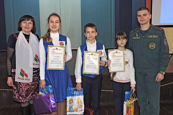 """Толочинские школьники экзамен в """"Школе безопасности"""" выдержали с успехом"""