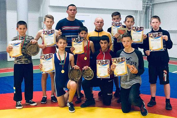 Толочинские и кохановские борцы завоевали девять наград на турнире в Сенно