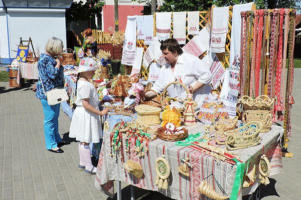 Супрацоўнікі раённага Дома рамёстваў займаюцца захаваннем традыцый матэрыяльнай культуры талачынскай зямлі