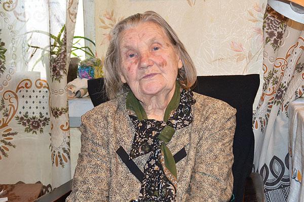 Жительница Плоского Анна Козловская отдала всю жизнь деревенским детям