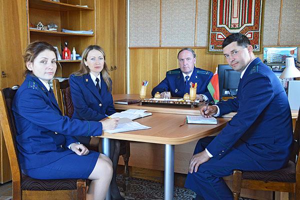 На страже соблюдения закона стоят работники прокуратуры Толочинского района