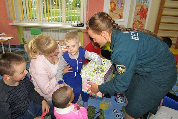 Толочинские спасатели посетили детское отделение районной больницы