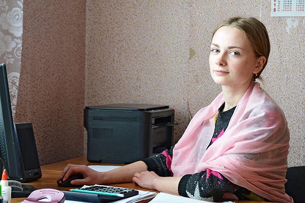 """Маладому бухгалтару """"Жукнева"""" Алене Пашкевіч падабаецца працаваць у сельгаспрадпрыемстве"""
