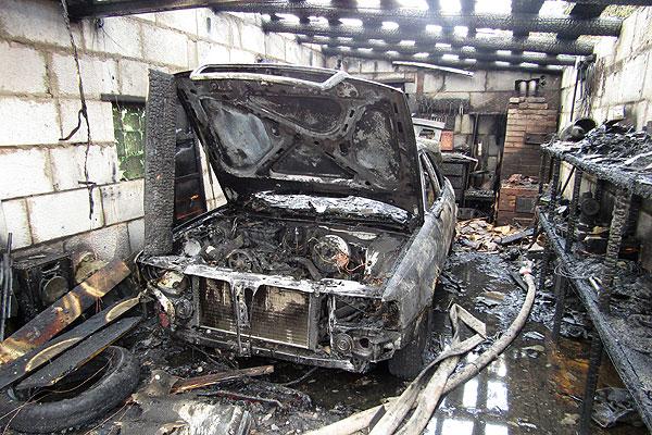 В Толочине в результате пожара в гараже сгорел автомобиль