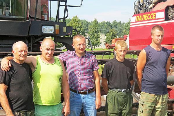 Нарцызаўскія камбайнеры паказваюць прыклад зладжанасці і арганізаванасці