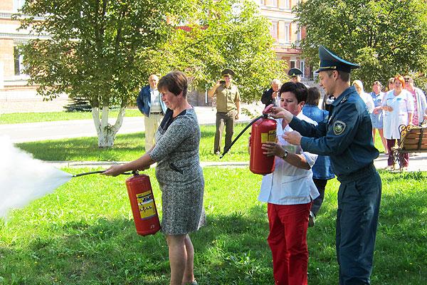 Готовы ли мы действовать в экстремальной ситуации? В Толочине пожарные провели с медиками занятие по безопасности