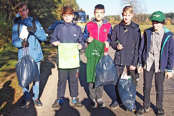 В Толочинском районе убрали мусор в лесных массивах и примыкающих к ним зонах отдыха