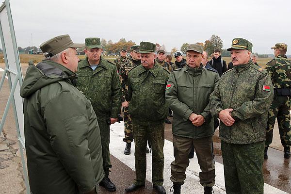 Тема недели: Президент о ситуации в армии, престиже военной службы и возможностях отечественного вооружения