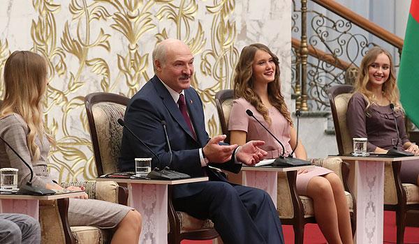 Тема недели: встреча Лукашенко с активом БРСМ
