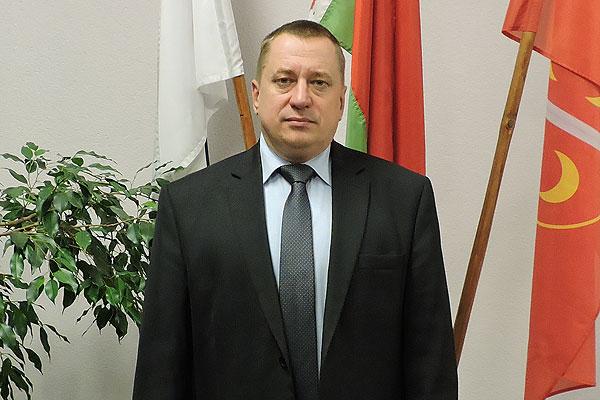 Директор толочинской школы Владимир Завадский всегда в творческих поисках, хлопотах и заботах о своем учреждении