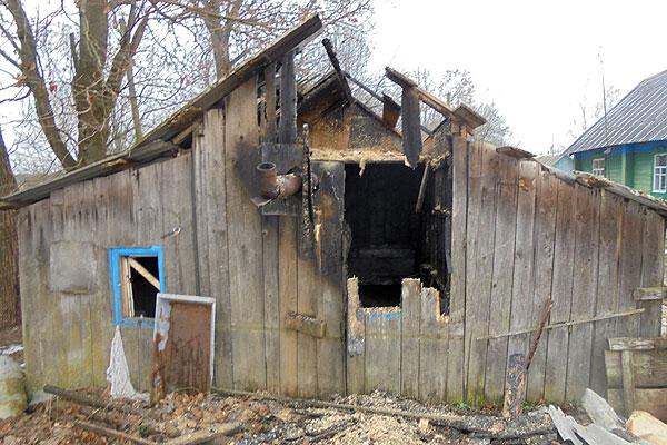 В Ревятичах огнем повреждена баня
