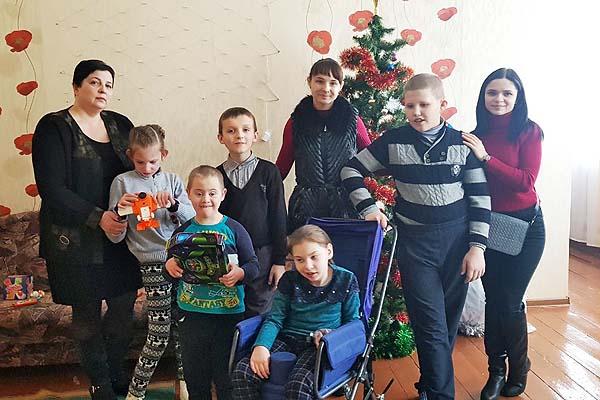 """В Толочине волонтеры движения """"Доброе Сердце"""" подарили детям праздник"""