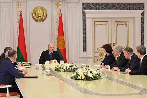 Тема недели: Лукашенко не видит оснований менять внешнеполитический курс Беларуси