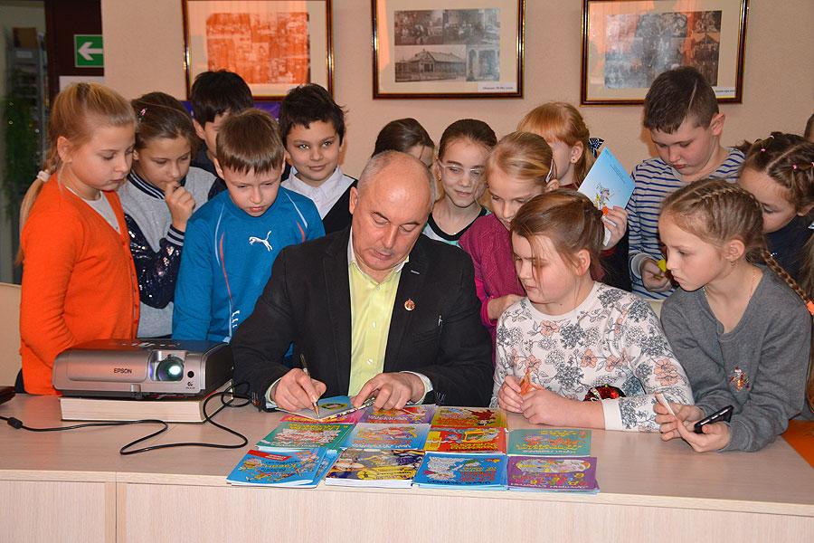 Толочинские школьники встретились с детским писателем Валерием Квилорием