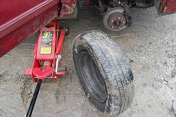 Нарушение правил безопасности при ремонте автомобиля привело к гибели жителя Толочинского района
