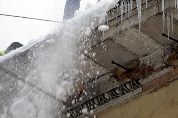 Крыши подлежат очистке от снега
