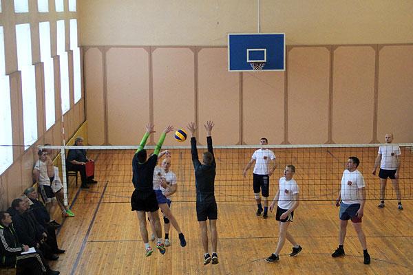В первенстве Толочинского района по волейболу определились полуфиналисты