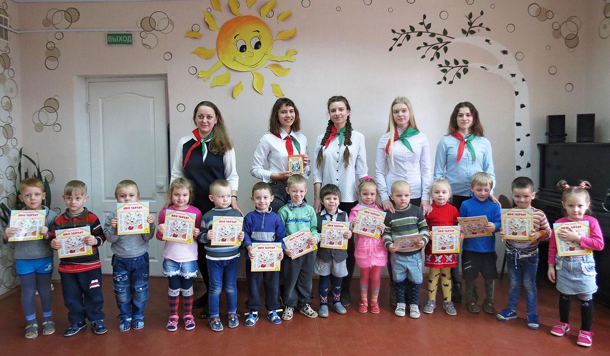 """В Центре детей и молодежи в Толочине осуществляют проект """"Жила-была книга"""""""
