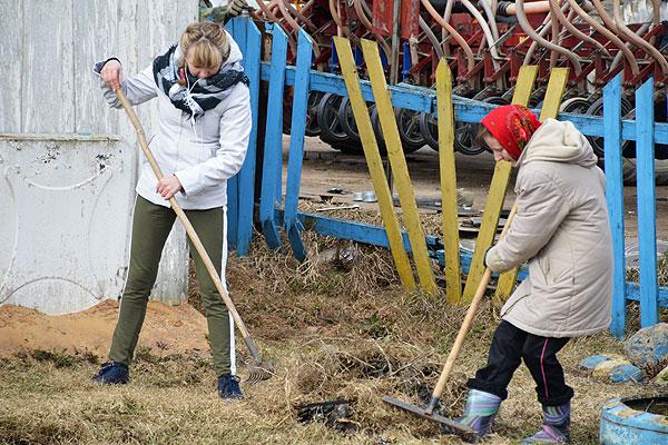 В Толочинском районе на помощь сельчанам пришли работники учреждений и организаций