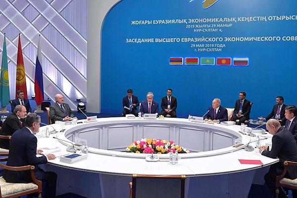 Тема недели: юбилейный саммит ЕАЭС и двусторонние встречи — визит Лукашенко в Казахстан