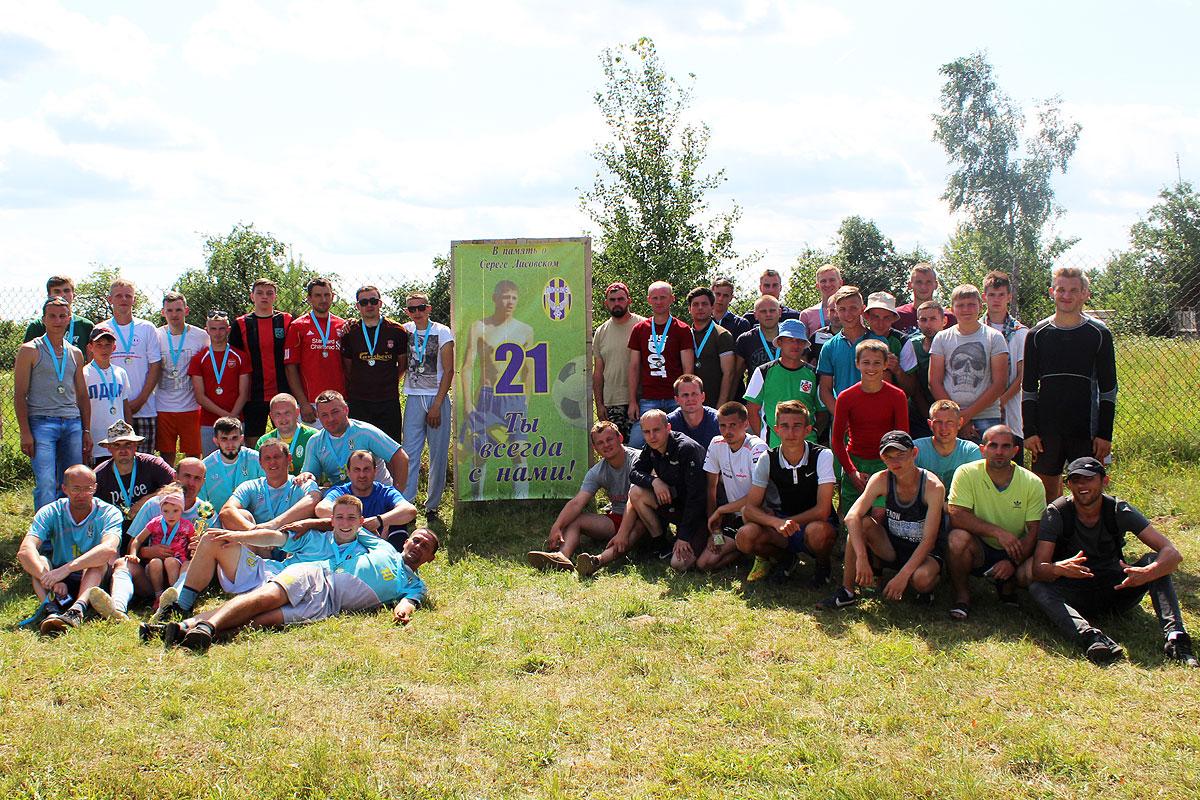 В футбольном турнире памяти Сергея Лисовского в Плоском победила команда хозяев (+фото)