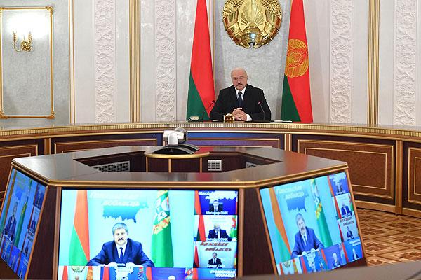 Тема недели: Лукашенко провел селекторное совещание по уборочной кампании