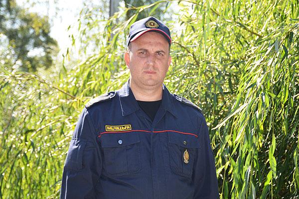 Достойно и с честью несет свою службу толочинский милиционер Вадим Горбунов