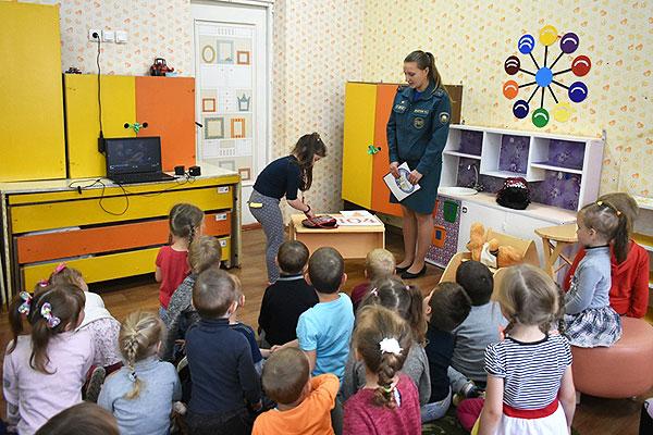 Занимательное и полезное путешествие организовали для малышей толочинские спасатели