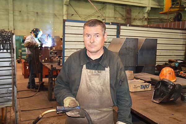 Гордость кохановского сварщика Юрия Толстенкова — быть представителем рабочей профессии