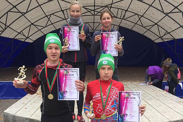 Толочинские биатлонисты выиграли эстафету на соревнованиях в Сенно