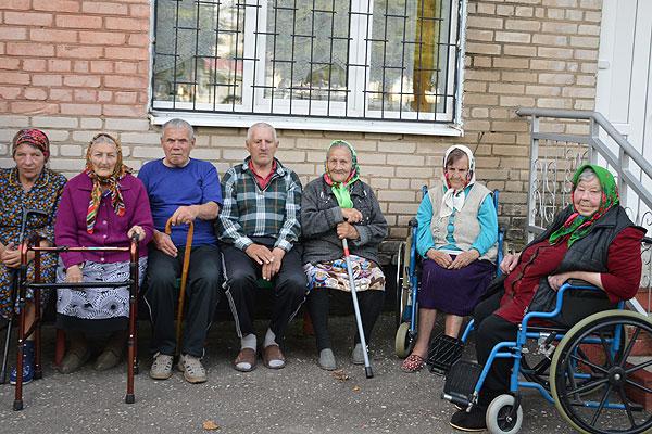 Во многом общая судьба объединила в одну семью подопечных отделения круглосуточного пребывания для людей пожилого возраста в Коханово