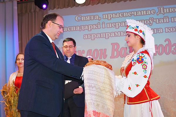 Труженикам села Толочинщины — заслуженные поздравления