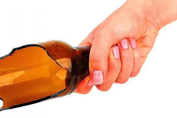 Жительница Толочинского района после совместного распития спиртного ударила сожителя бутылкой по голове