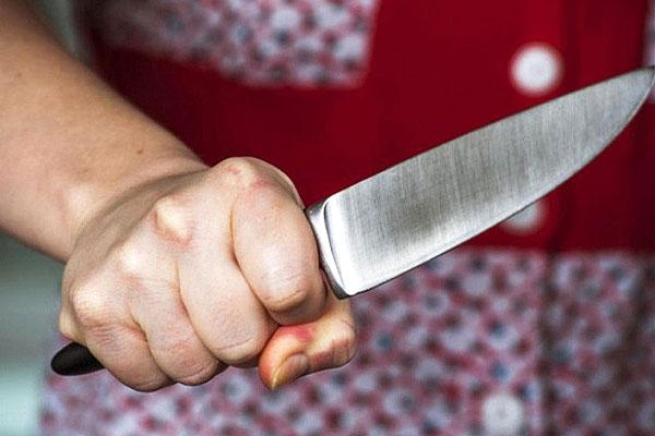 Снова взялась за нож
