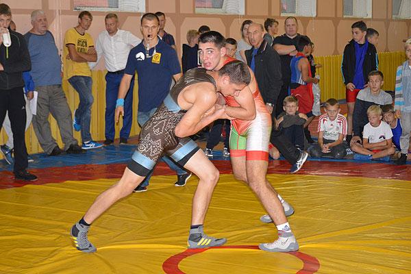 Толочинский борец Никита Жигалка — чемпион Беларуси