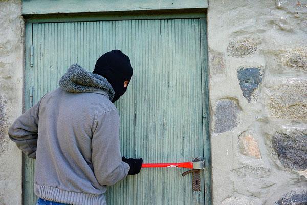 Кража с проникновением в жилище расследуется в Толочинском районе