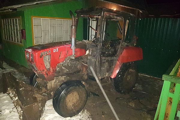 В Друцке огнем поврежден трактор