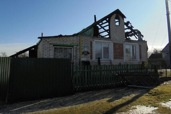 За три дня — два пожара. В Толочинском районе огнём повреждены дом и баня